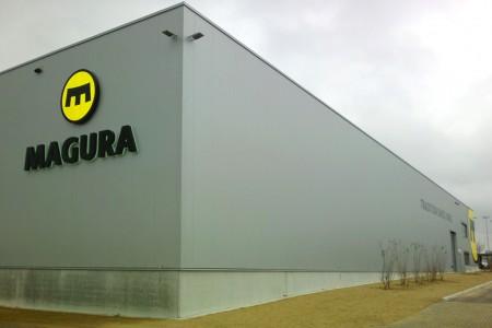Fassadenwerbung Produktionshalle